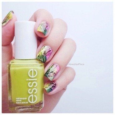 Palm tree nail art by Alina E.