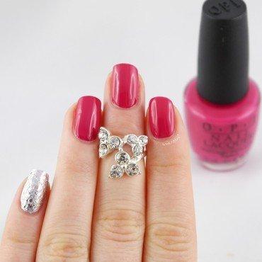 Silver Glitter Accent Pinkie nail art by Ann-Kristin