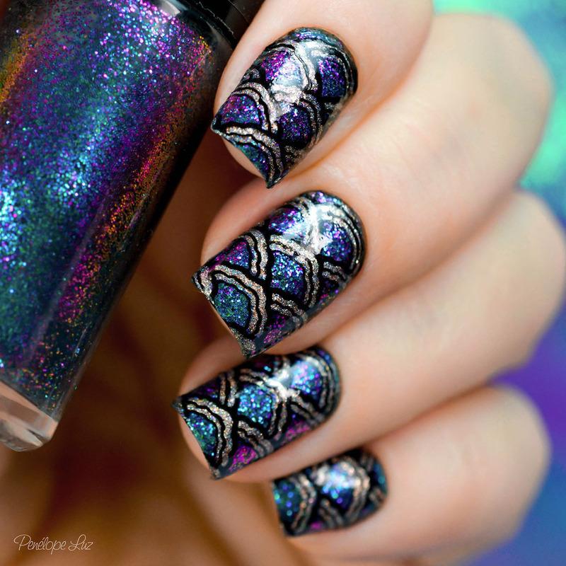 The Siren nail art by Penélope Luz
