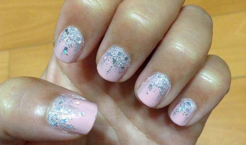 Falling Glitter nail art by Idreaminpolish