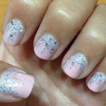 Falling Glitter nail art by Idreaminpolish