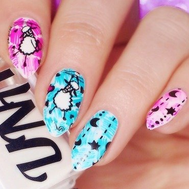 'Sheep In Love' manicure nail art by Lou