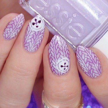 'Ugly Sweater' nail art by Lou