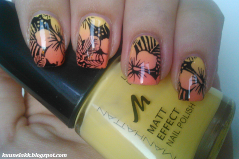 Hawaiian flowers nail art by Trii