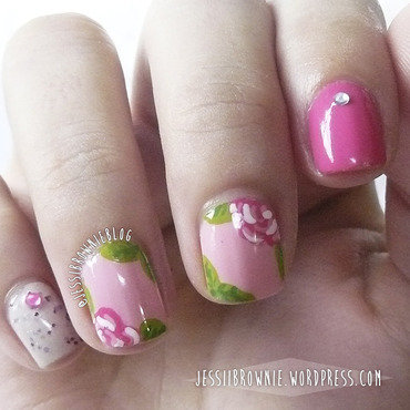 Separate Flowers nail art by Jessi Brownie (Jessi)