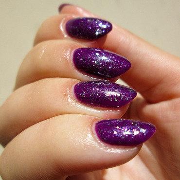 Purples nail art by Yenotek