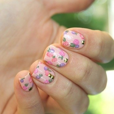 Flower power! nail art by Cocosnailss