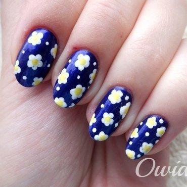 Daisy nails. nail art by Owidia