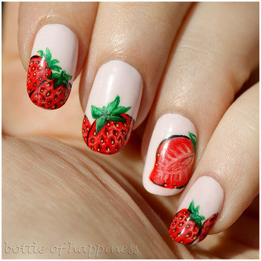 Strawberries nail art by Kasia (hatsu hinoiri)