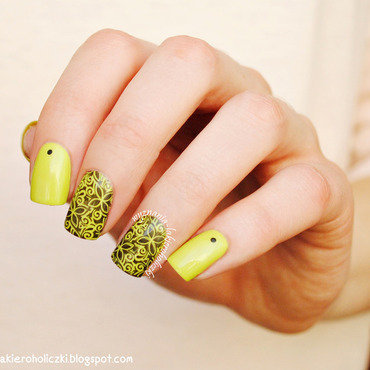 Lime flowers nail art by Olaa