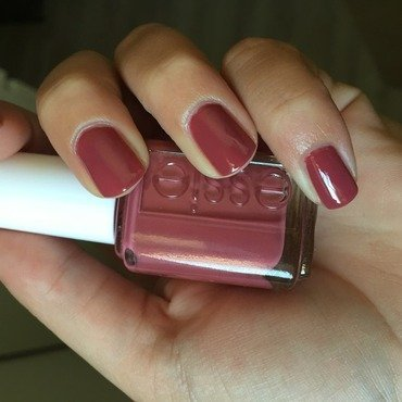 Essie in stitches Swatch by Amandineprc