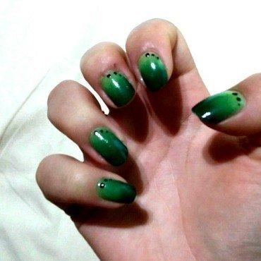 Dégradés 2greens nail nail art by Poppy Battley