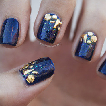 rockin' the sea nail art by Jule