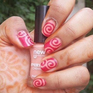 Swirl Nails nail art by Shailee