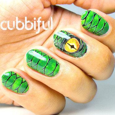 Green dragon nail art thumb370f