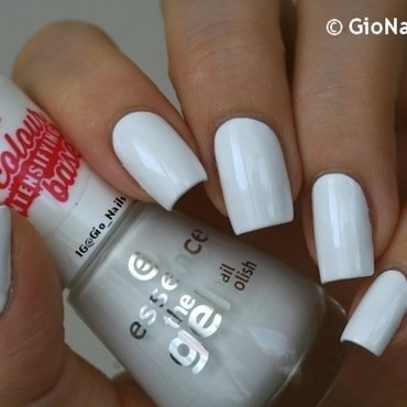 Essence Wild White Ways Swatch by Giovanna - GioNails