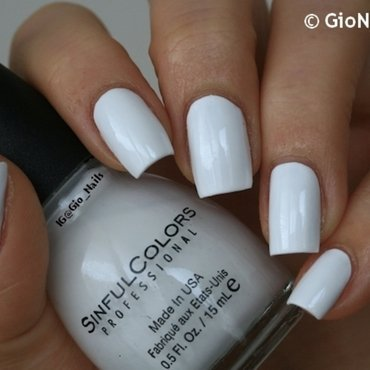 Sinfulcolors snow me white Swatch by Giovanna - GioNails