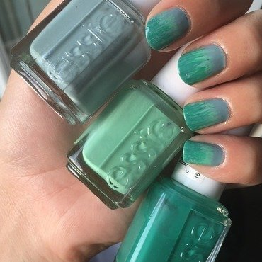 Essie Green Gradient  nail art by Amandineprc