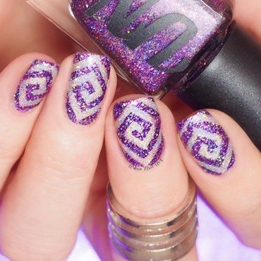 Sparkly Mani nail art by Lou
