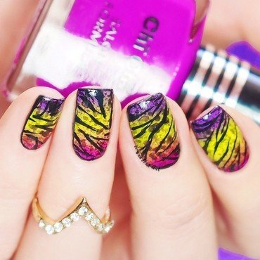 'Funky Spotted Zebra' nail art by Lou