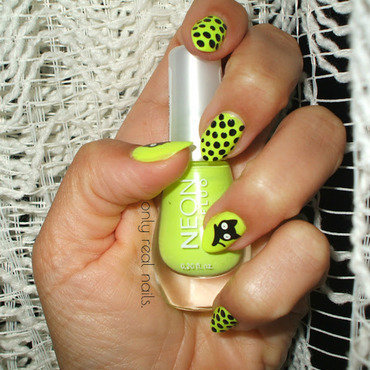 Neon and dots nail art by only real nails.