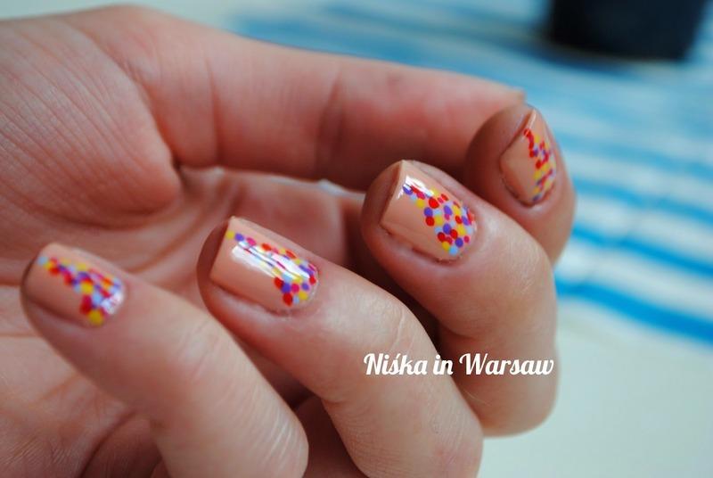 Easy dots nail art by Niska