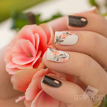 Flower crown nail art by Gi Milanetto