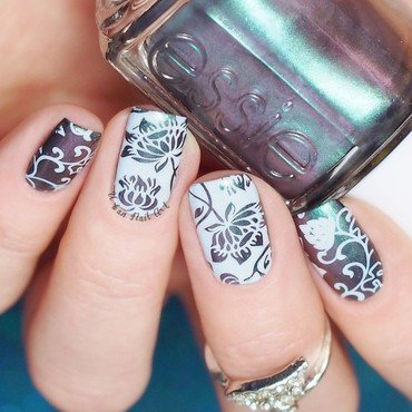 Vintage Flower Design nail art by Lou
