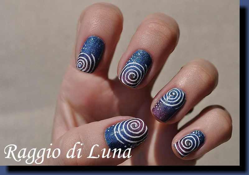 Swirl pattern on blue & purple gradient nail art by Tanja