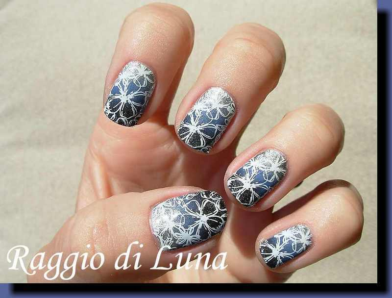 Stamping: White floral pattern on silver&blue&black gradient nail art by Tanja