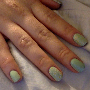 Daisies and mint nail art by Ro Ags