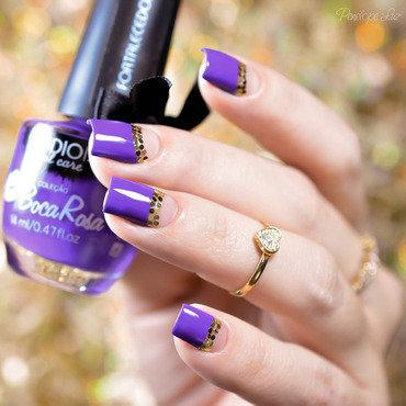 Roxo com Dourado nail art by Penélope Luz