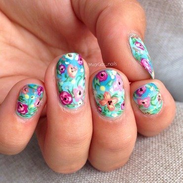Flores!. nail art by Massiel Pena