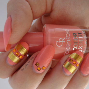 Golden Rhinestones  nail art by No Nails No Fshn