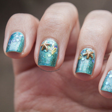 in the ocean nail art by Jule