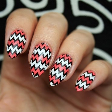 Zig-zag nail art by Jane