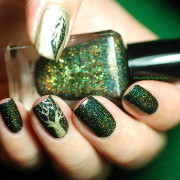 green foliage nail art nail art by Dorothy NailAssay