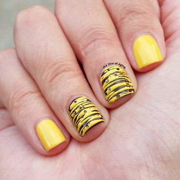 Yellow Sugar-Spin nail art by Monica
