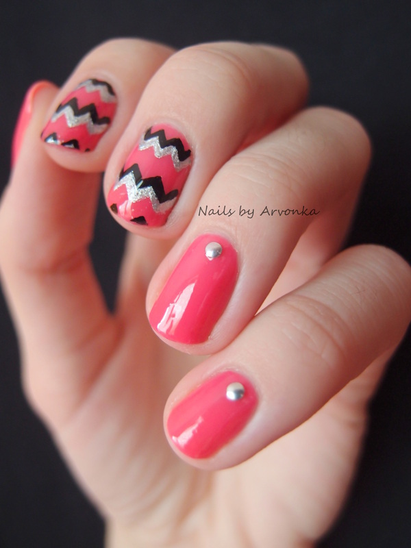 ZigZag Nails nail art by Veronika Sovcikova