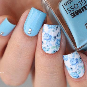 Petites fleurs bleues nail art by Mary Monkett