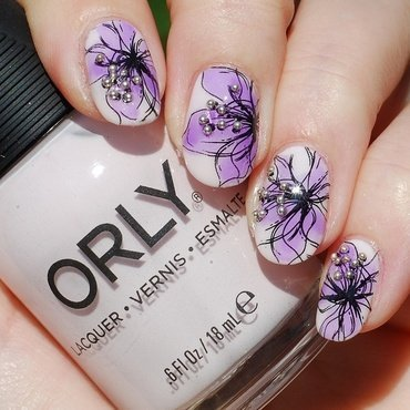 Tinted flower nail art by Yasinisi