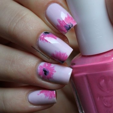 Essie Flowers nail art by NailartAddicted