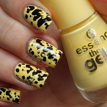Yellow Splatter Stamping nail art by NailartAddicted