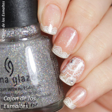 White lace french nail art by Cajon de los esmaltes
