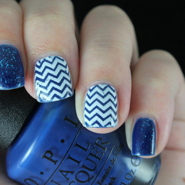 Bluewhite chevrons nail art by Mirka