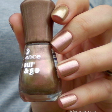 Essence crazy fancy love Swatch by Kristina