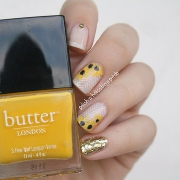 Sunflower Nails nail art by katharinapeskelidou