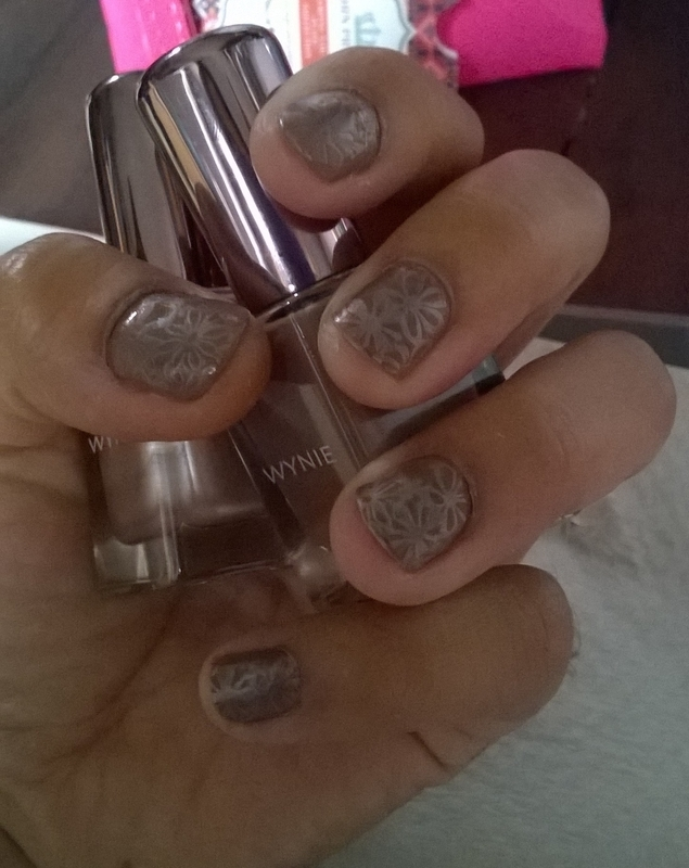 Stamping Flowers nail art by Avesur Europa