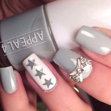 Greyish & stars  nail art by Virginia