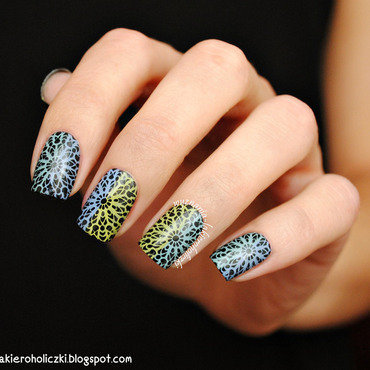 Kaleidoscope nail art by Olaa
